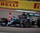 """Lewis Hamilton is een fraudeur"" - fans reageren op George Russell op P1 in VT1"