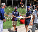 Max Verstappen schenkt helm aan David Coulthard