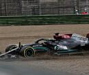 'Lewis Hamilton neemt grote risico's onder druk van Max Verstappen'