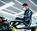 Demo-run Grosjean in Mercedes van de baan, test blijft wel staan