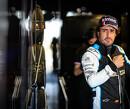 """Alonso boos: """"Hoe oneerlijk dat zij crashen maar aan hun wagens mogen werken"""""""
