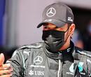 Lewis Hamilton wordt uitgeloten door Nederlandse fans tijdens interview