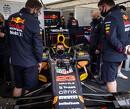 Onenigheid duurt voort: Mercedes beklaagt zich over Red Bull's Albon die 'foute' lijn Hamilton simuleert in Copse