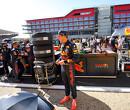 <b> Video: </b> Verstappen en Perez laten bandenwissel-talent zien