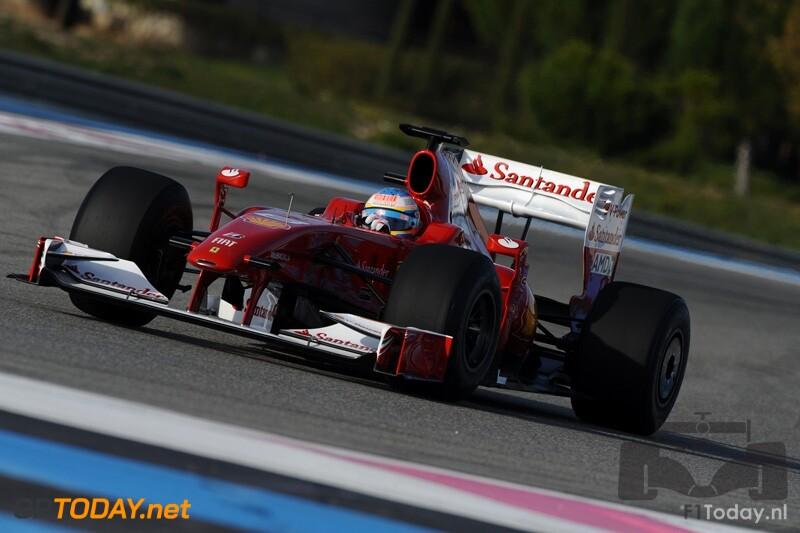 Alonso showt nieuwe livery Ferrari