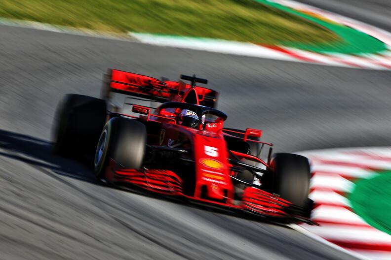"""Red Bull: """"Ferrari-monteurs vertellen ons dat ze een slechte wagen hebben"""""""