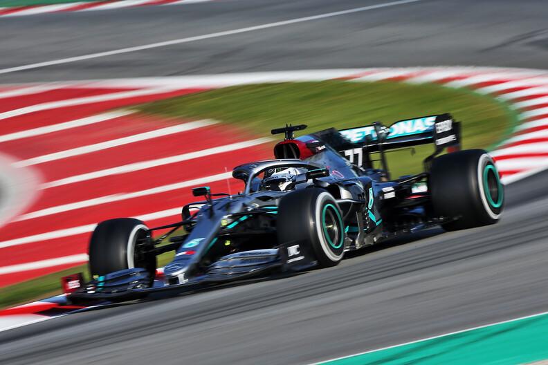 <b>Testdag 3</b>: Mercedes overtuigend bovenaan, productieve dag voor Red Bull