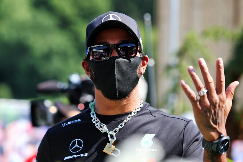 Mercedes wil Hamilton maximaal salaris van 22 miljoen bieden