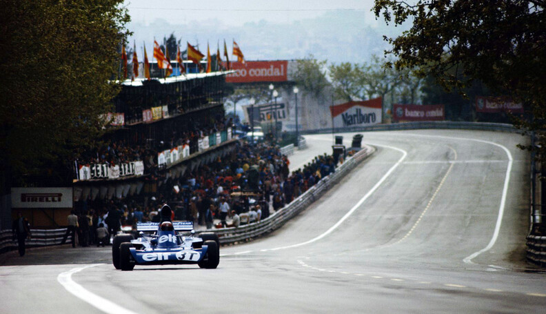 Huty1910923 Jackie Stewart of Great Britain drives the #3 Elf Team Tyrrell Tyrrell 006 Ford Cosworth DFV V8 during the Spanish Grand Prix on 29th April 1973 at the Montju?c Park circuit in Barcelona, Spain.  (Photo by Rainer W. Schlegelmilch/Getty Images) Grand Prix of Spain Rainer W. Schlegelmilch Barcelona Spain  ASDIP Huty1910923 huty19109