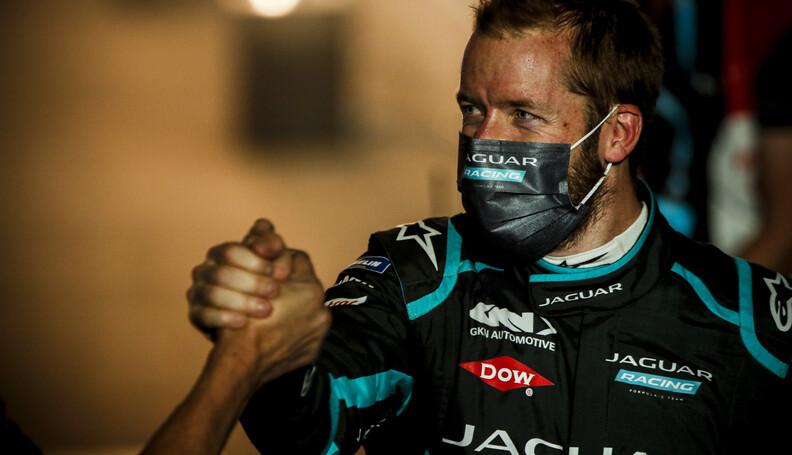 Race winner Sam Bird (GBR) Panasonic Jaguar Rac...