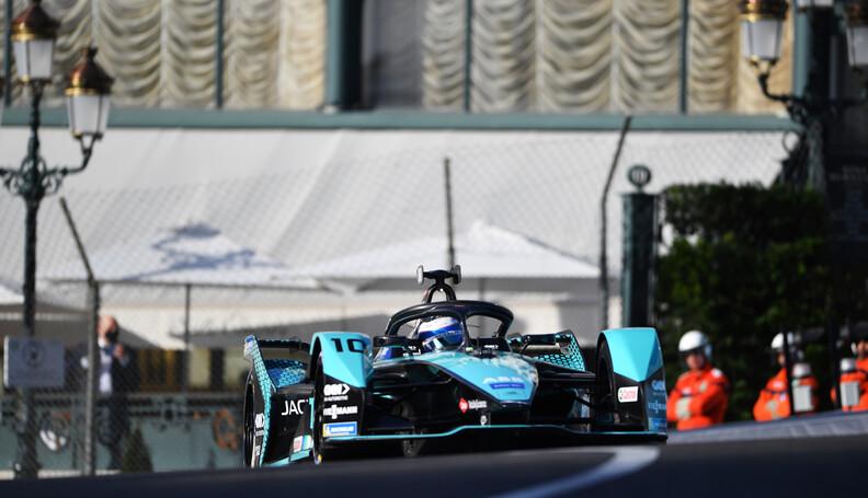 Sam Bird (GBR), Jaguar Racing, Jaguar I-TYPE 5 ...